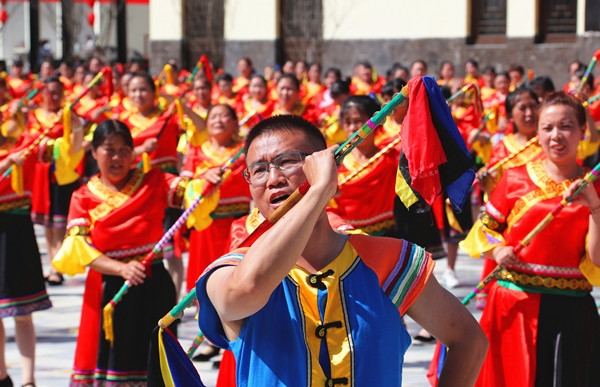宣汉:唱响巴山民歌 千人巴人钱棍舞嗨翻巴山大峡谷